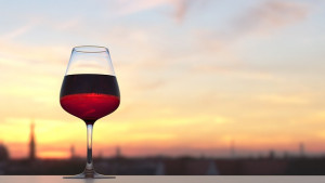 Red wine is known for having high levels of wine tannins which isn't good news if you have a wine tannin sensitivity. However, there are low-tannin wines that you can still enjoy.